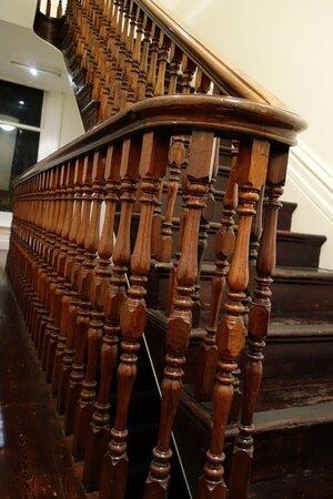 old_stairs.jpg