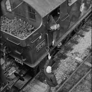 Singalman hands over the single line working token