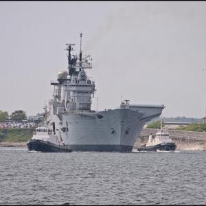 HMS Illustrious swings to starboard