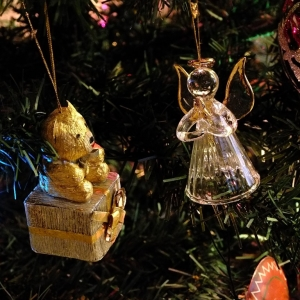 Ding dong, Christmas tree decorations