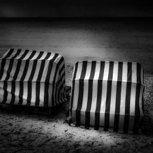 b-w-beach-chairs900